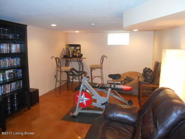 Additional photo for property listing at 4306 Winchester Road  Louisville, Kentucky 40207 United States