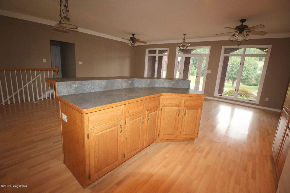 Additional photo for property listing at 1806 Austinwood Place  Louisville, Kentucky 40214 United States