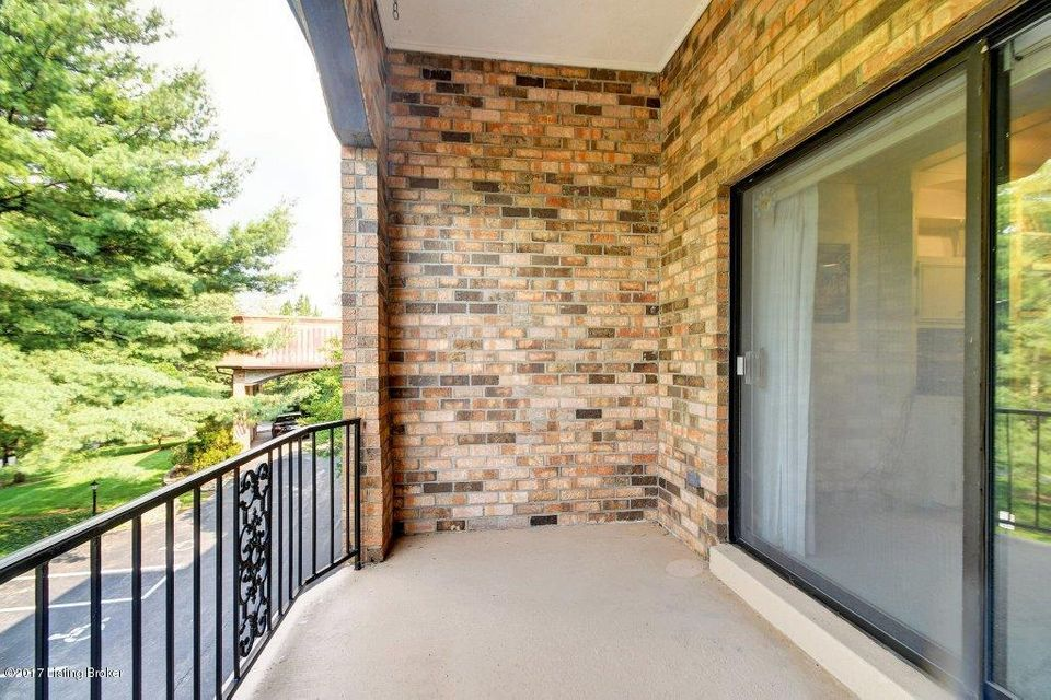 Additional photo for property listing at 5800 Coach Gate Wynde  Louisville, Kentucky 40207 United States