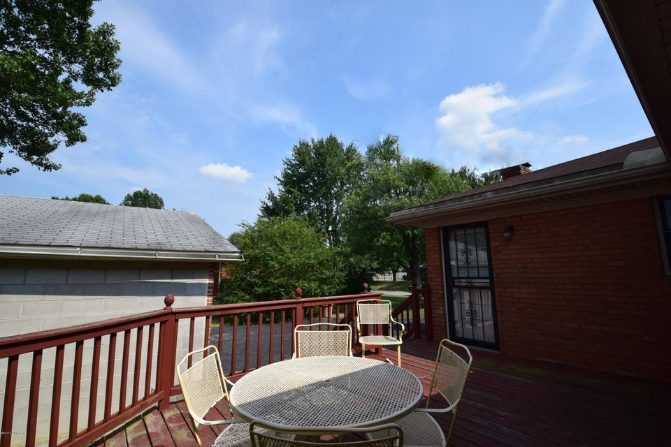 Additional photo for property listing at 5807 Teakwood Lane  Louisville, Kentucky 40258 United States