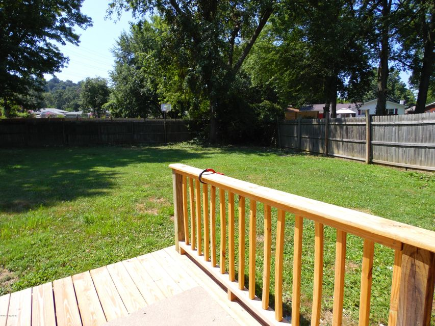 Additional photo for property listing at 1702 Colony Court  Louisville, Kentucky 40216 United States