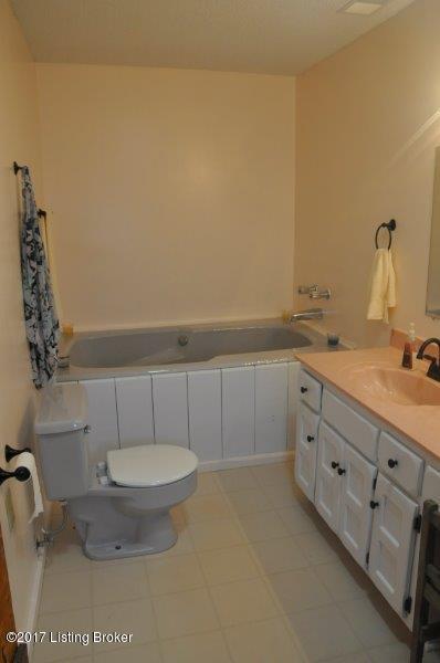 Additional photo for property listing at 2270 Stringer Lane 2270 Stringer Lane Mount Washington, Kentucky 40047 United States