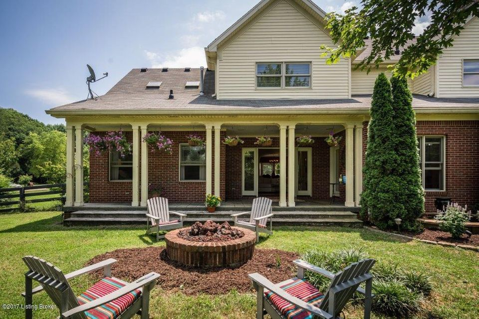 Additional photo for property listing at 169 Ridgewood Drive 169 Ridgewood Drive Pewee Valley, Kentucky 40056 United States