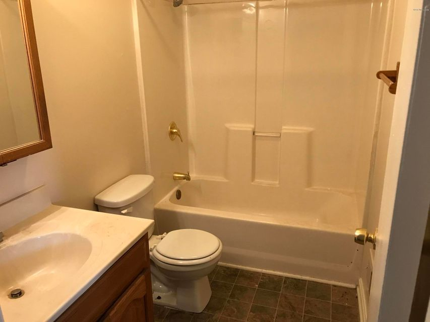 Additional photo for property listing at 5904 Dellrose Drive  Louisville, Kentucky 40258 United States