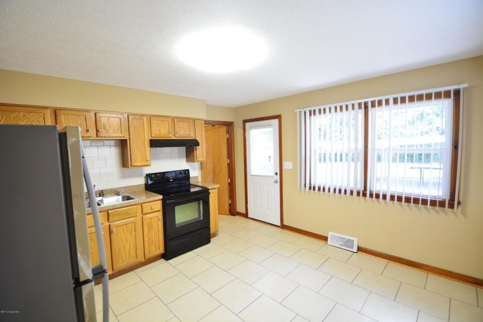 Additional photo for property listing at 5605 Undine Drive  Louisville, Kentucky 40216 United States