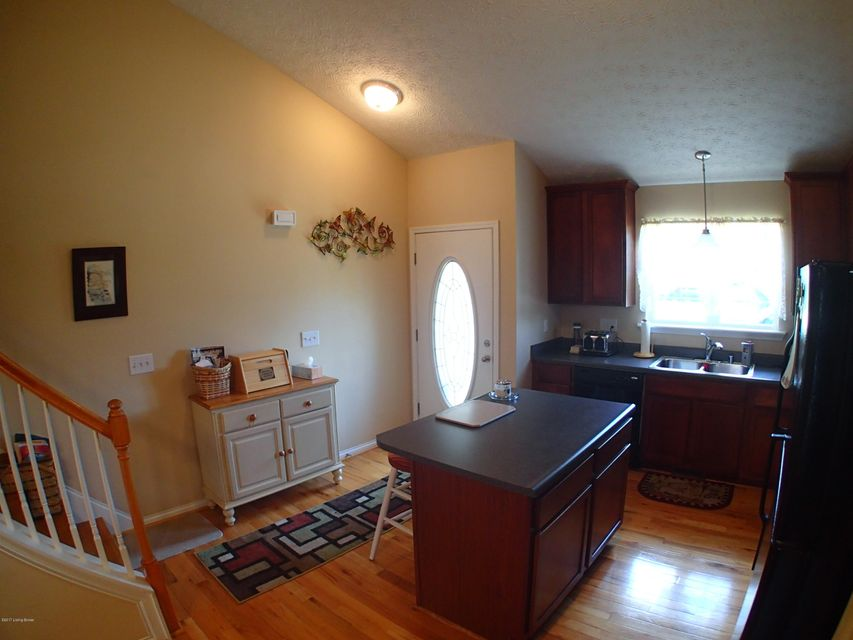 Additional photo for property listing at 8917 Stara Way  Louisville, Kentucky 40299 United States