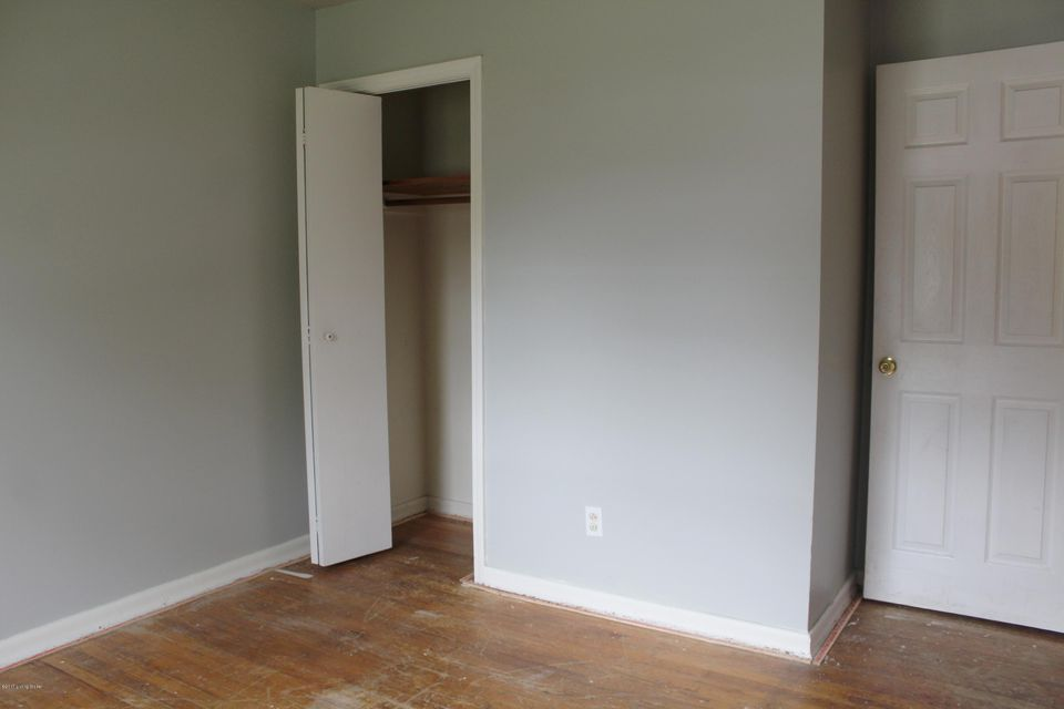 Additional photo for property listing at 7805 Kim Drive  Louisville, Kentucky 40214 United States