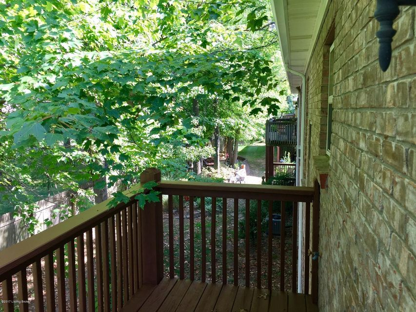 Additional photo for property listing at 6015 Wooded Creek Drive  Louisville, Kentucky 40291 United States
