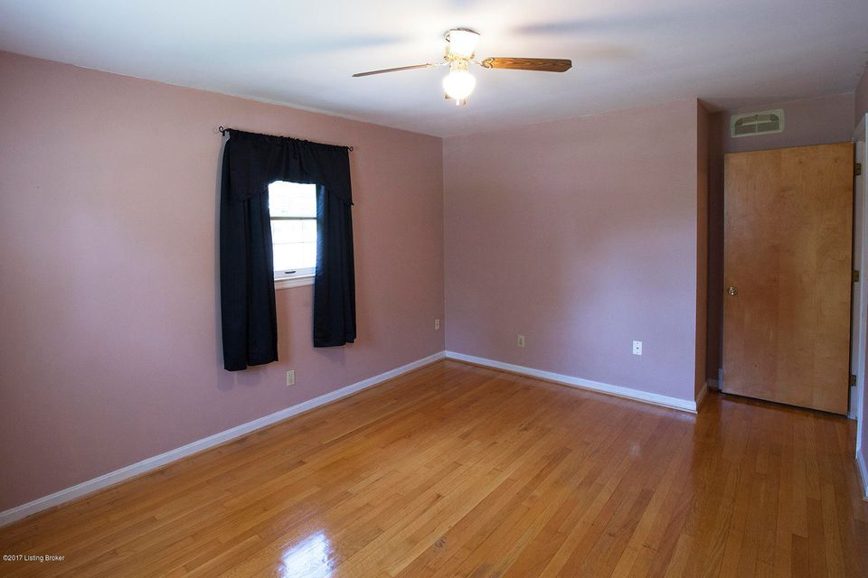 Additional photo for property listing at 4304 Dalewood Place  Louisville, Kentucky 40218 United States