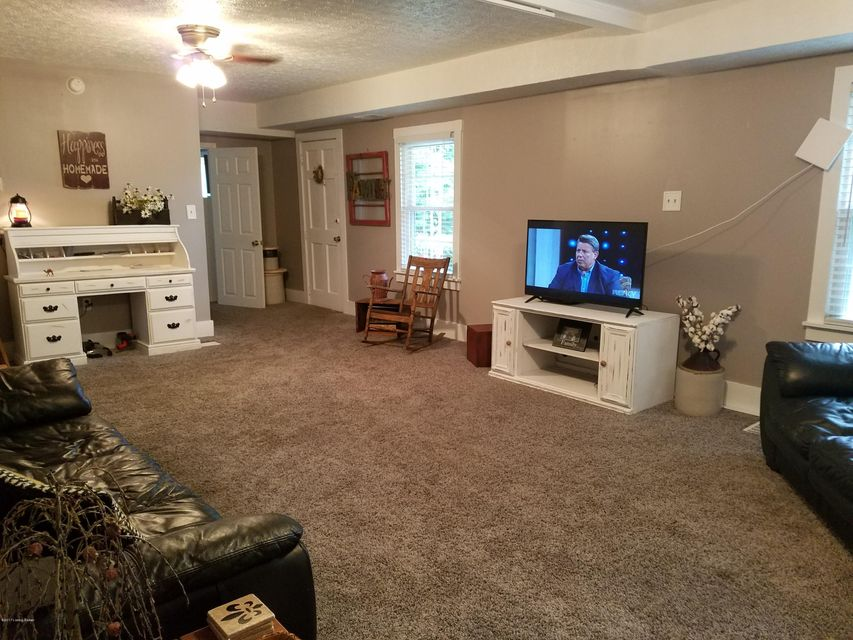 Additional photo for property listing at 4019 Peachtree Avenue  Louisville, Kentucky 40215 United States