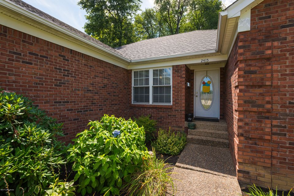 Additional photo for property listing at 2415 Fluhr Lane  Louisville, Kentucky 40216 United States