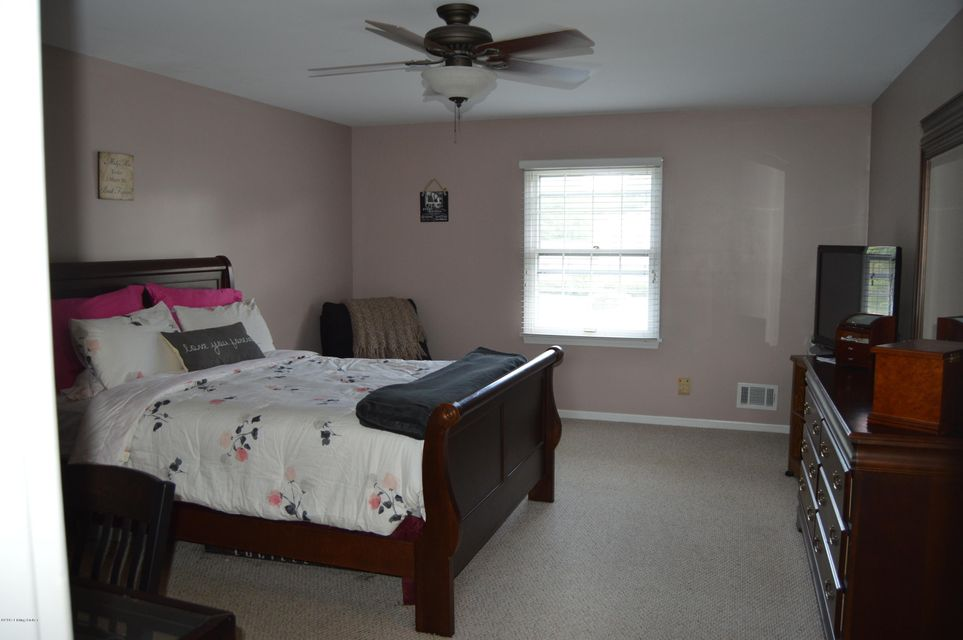 Additional photo for property listing at 3910 Stony Brook Drive  Louisville, Kentucky 40299 United States