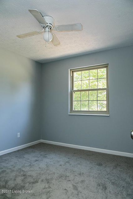 Additional photo for property listing at 1009 Greenway Drive  Elizabethtown, Kentucky 42701 United States