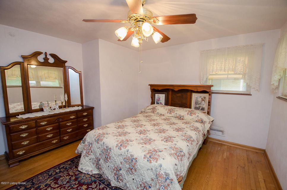 Additional photo for property listing at 4702 Saint Rita Drive  Louisville, Kentucky 40219 United States
