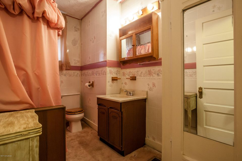 Additional photo for property listing at 203 Collins  Louisville, Kentucky 40214 United States