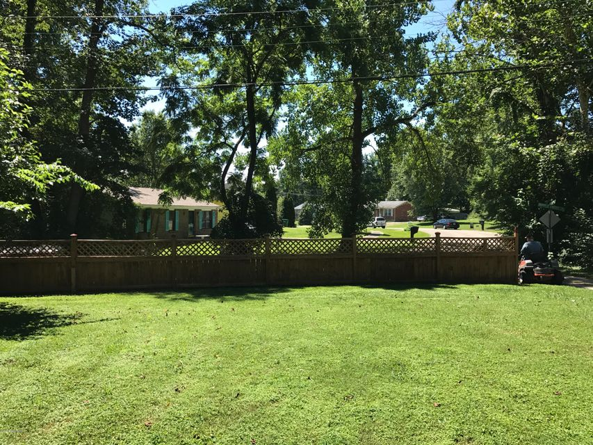 Additional photo for property listing at 3408 Ripple Creek Drive  Louisville, Kentucky 40229 United States
