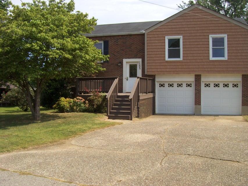Single Family Home for Sale at 7205 Kosene Court Louisville, Kentucky 40258 United States