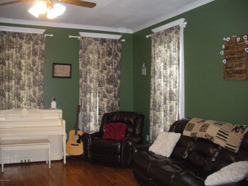 Additional photo for property listing at 1103 Emery Lane  Clarksville, Indiana 47129 United States