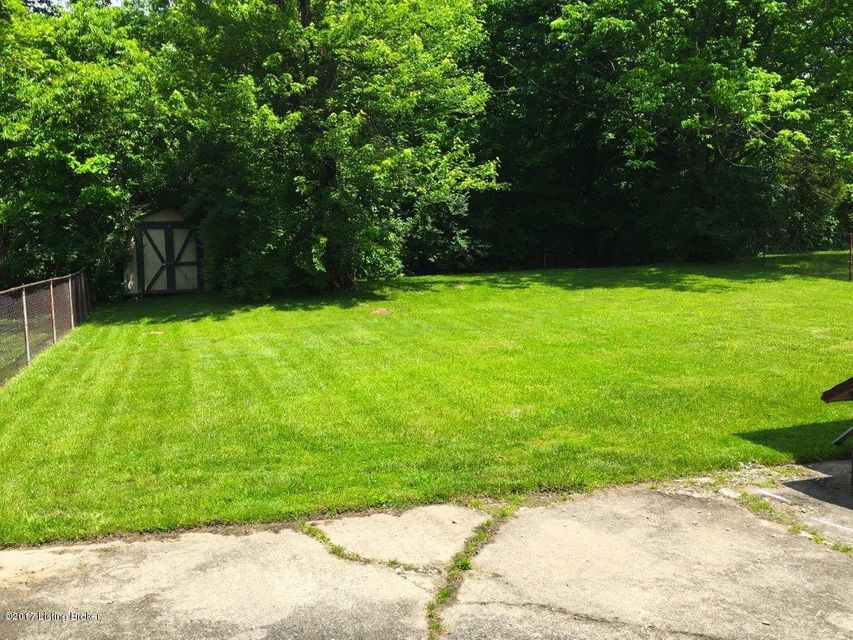 Additional photo for property listing at 9807 Stanalouise Drive  Louisville, Kentucky 40291 United States