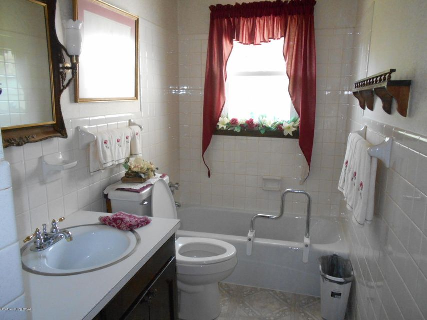 Additional photo for property listing at 106 Thomason Avenue  Leitchfield, Kentucky 42754 United States