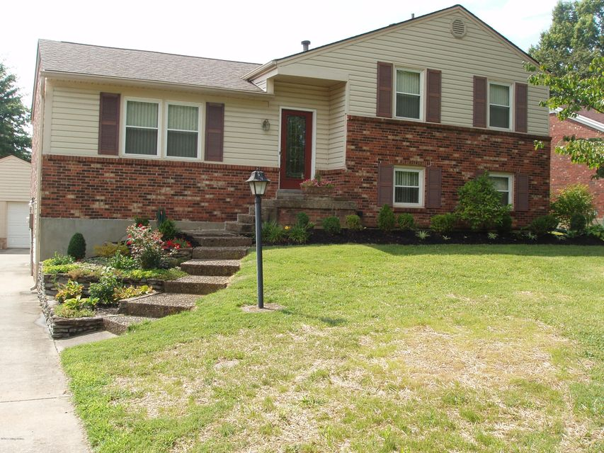 Single Family Home for Sale at 8006 Cortland Drive Louisville, Kentucky 40228 United States
