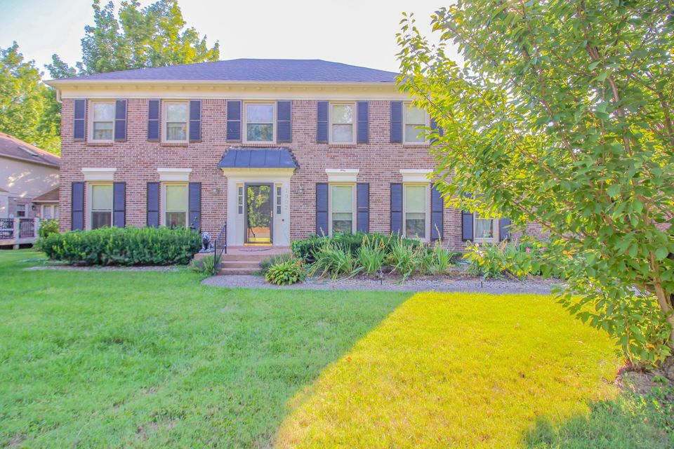 Single Family Home for Sale at 1902 Rudy Lane Louisville, Kentucky 40207 United States
