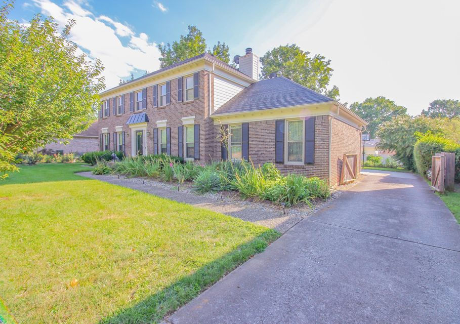 Additional photo for property listing at 1902 Rudy Lane  Louisville, Kentucky 40207 United States