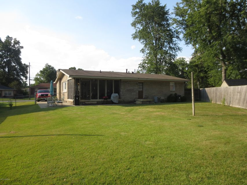 Additional photo for property listing at 5605 Spicewood Lane 5605 Spicewood Lane Louisville, Kentucky 40219 United States