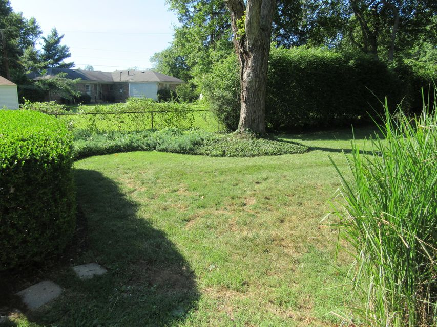 Additional photo for property listing at 2107 Millside Drive  Louisville, Kentucky 40223 United States