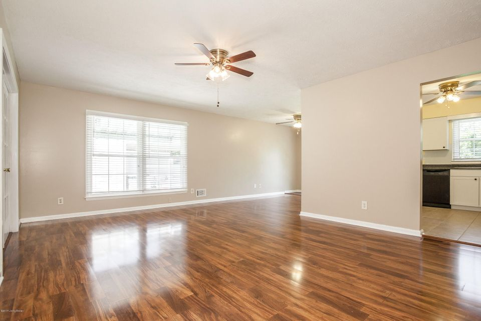 Additional photo for property listing at 4901 Glenna Way  Louisville, Kentucky 40219 United States
