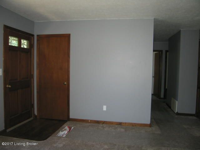 Additional photo for property listing at 5016 Tumeric Lane 5016 Tumeric Lane Louisville, Kentucky 40258 United States
