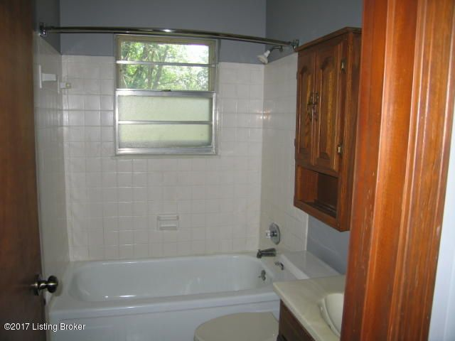 Additional photo for property listing at 5016 Tumeric Lane  Louisville, Kentucky 40258 United States