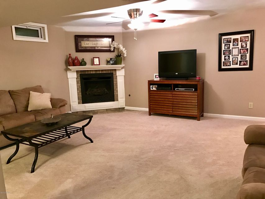 Additional photo for property listing at 5008 Fox Run Road  Buckner, Kentucky 40010 United States