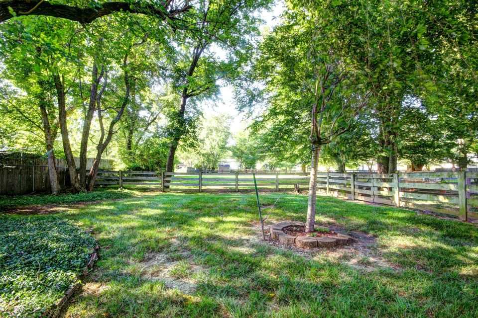 Additional photo for property listing at 11211 Lincoln Way  Louisville, Kentucky 40223 United States