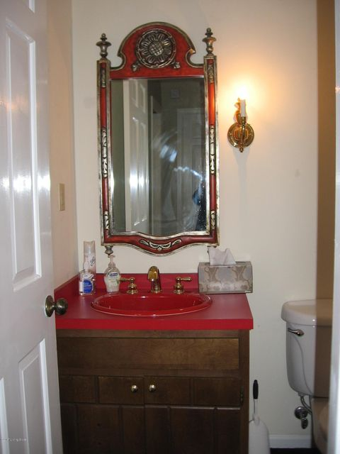 Additional photo for property listing at 8907 Peterborough Drive 8907 Peterborough Drive Louisville, Kentucky 40222 United States