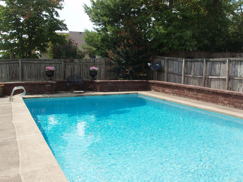 Additional photo for property listing at 8006 Cortland Drive  Louisville, Kentucky 40228 United States