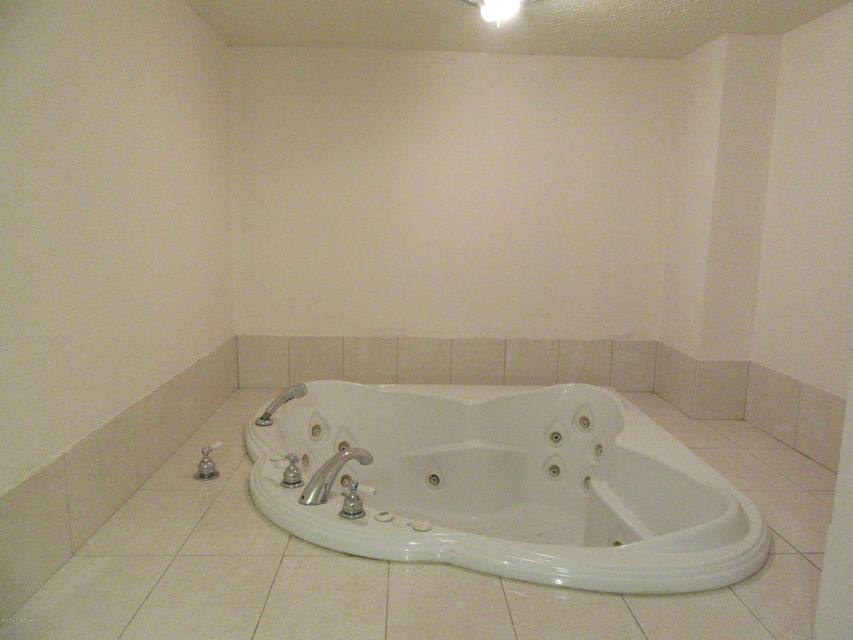 Additional photo for property listing at 5625 W SOUTHLAND Blvd  Louisville, Kentucky 40214 United States