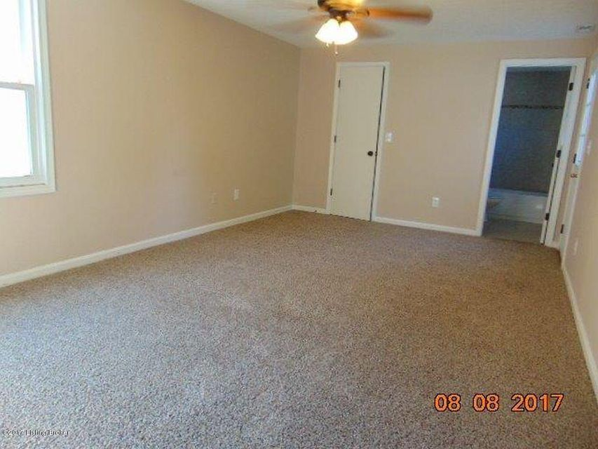 Additional photo for property listing at 11902 Queen Annes Court  Louisville, Kentucky 40245 United States