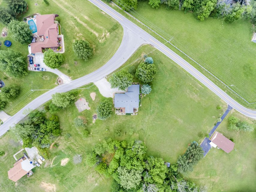 Additional photo for property listing at 1722 W Moody  La Grange, Kentucky 40031 United States