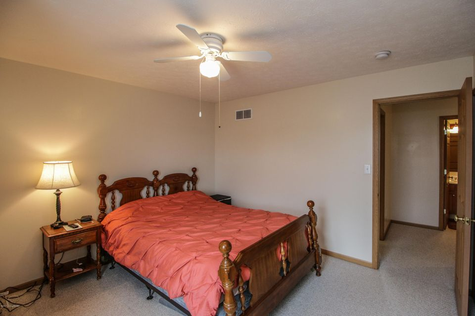 Additional photo for property listing at 8904 Teak Drive  Louisville, Kentucky 40228 United States
