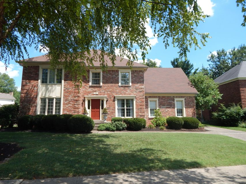 Single Family Home for Sale at 2513 Ballantrae Circle 2513 Ballantrae Circle Louisville, Kentucky 40242 United States