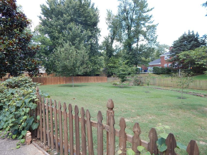 Additional photo for property listing at 2513 Ballantrae Circle 2513 Ballantrae Circle Louisville, Kentucky 40242 United States