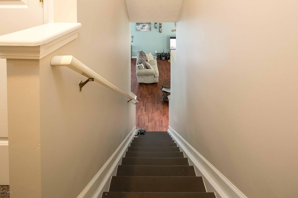 Additional photo for property listing at 9707 River Trail Drive  Louisville, Kentucky 40229 United States