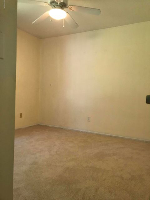 Additional photo for property listing at 9301 Lantana Drive  Louisville, Kentucky 40229 United States