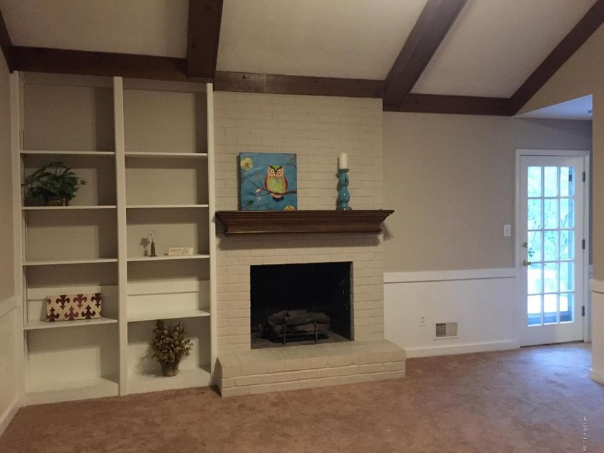 Additional photo for property listing at 12112 Briargate Lane  Goshen, Kentucky 40026 United States