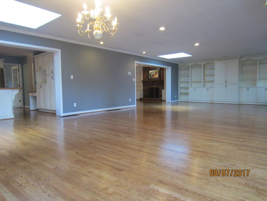 Additional photo for property listing at 7403 Keisler Way  Louisville, Kentucky 40222 United States