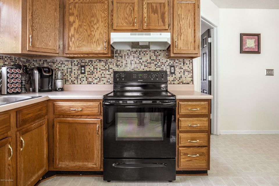 Additional photo for property listing at 10414 Pebble Stone Circle  Louisville, Kentucky 40229 United States