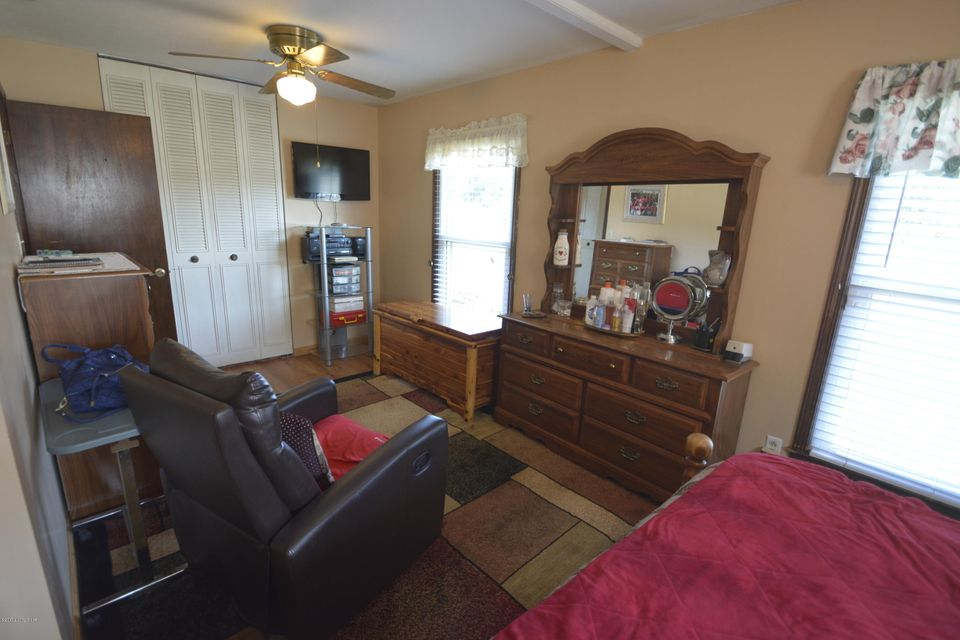 Additional photo for property listing at 7019 Broken Bow Drive  Louisville, Kentucky 40258 United States