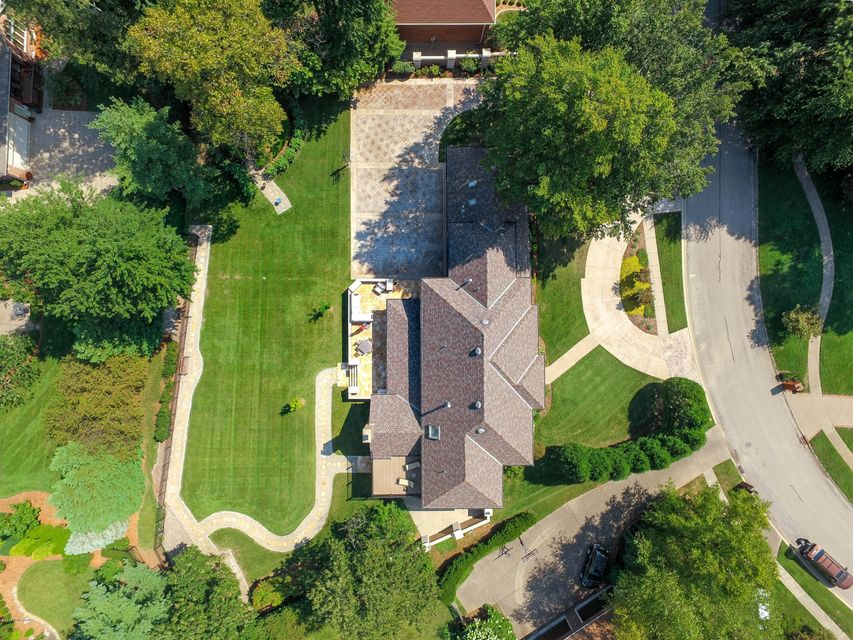 Additional photo for property listing at 1319 Leighton Circle  Louisville, Kentucky 40222 United States