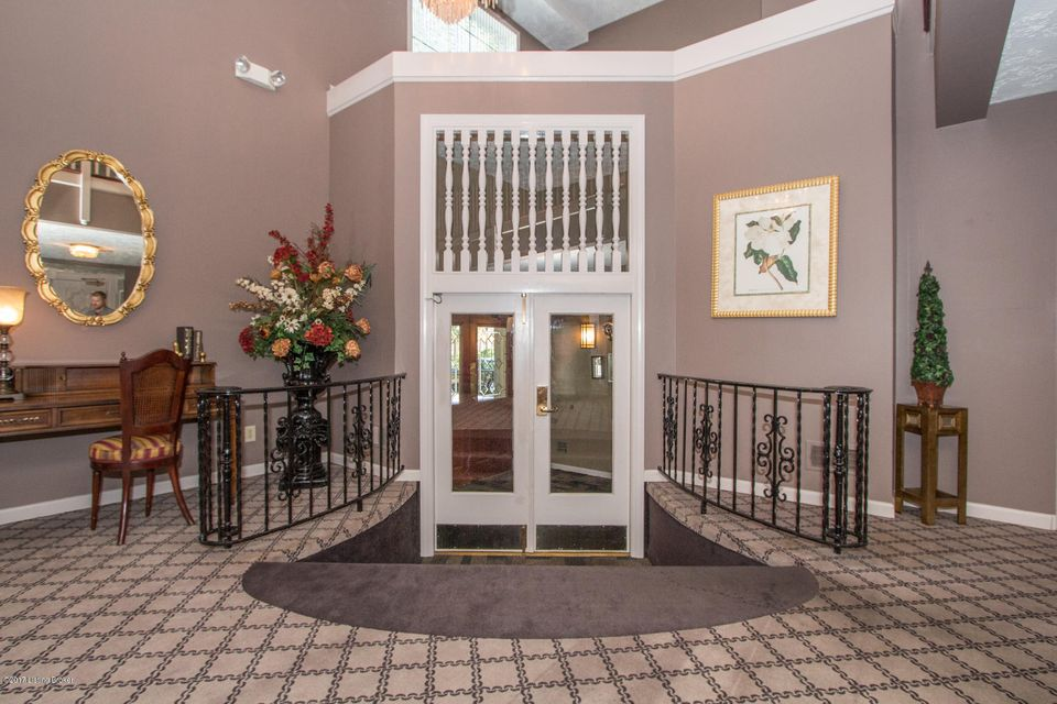 Additional photo for property listing at 1600 Gardiner Lane  Louisville, Kentucky 40205 United States